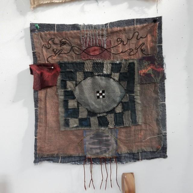 Ett typiskt verk av Jude Hill med många av hennes kännetecken